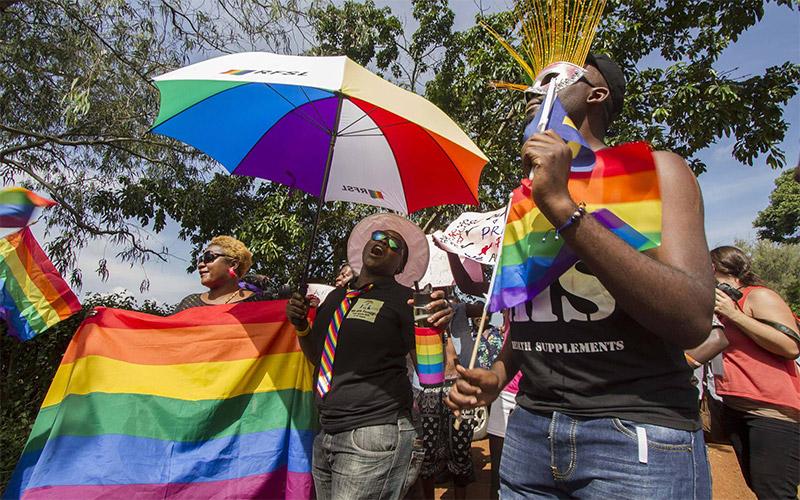 Despenalización de la homosexualidad en Angola.